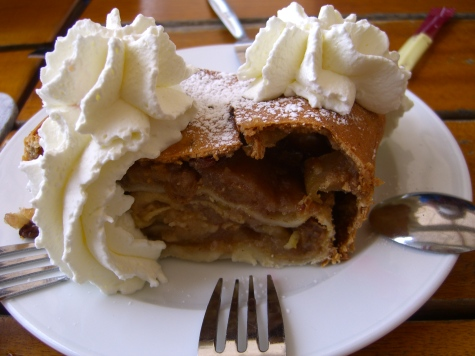 chocolate-strudel-with-cream